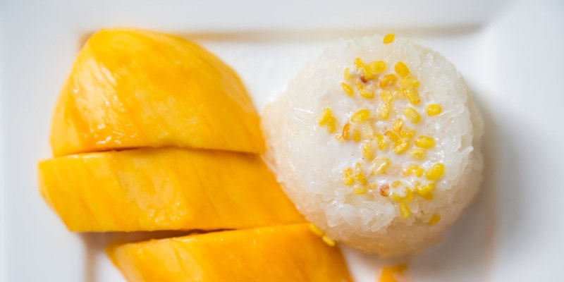 coconut-milk-sticky-rice-with-mangoes