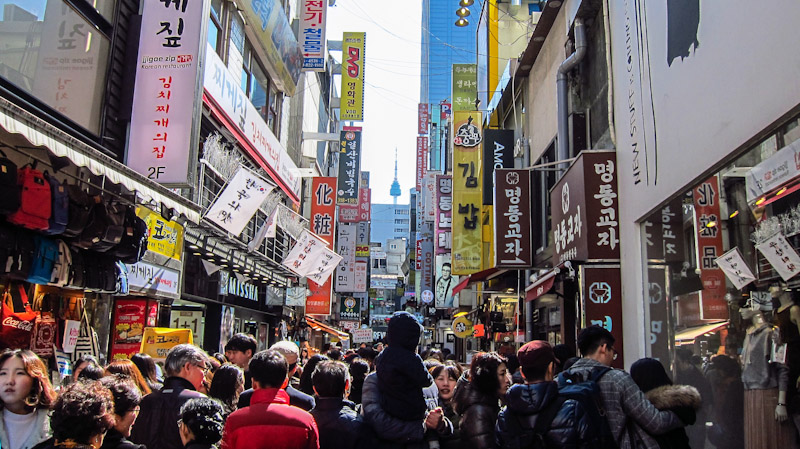 busy_streets_of_myeongdong_in_seoul