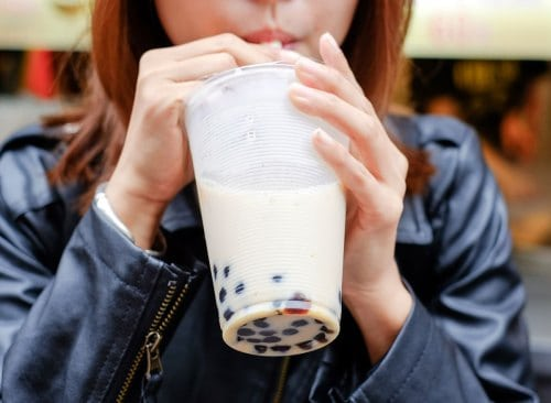 woman_sipping_drinking_bubble_tea